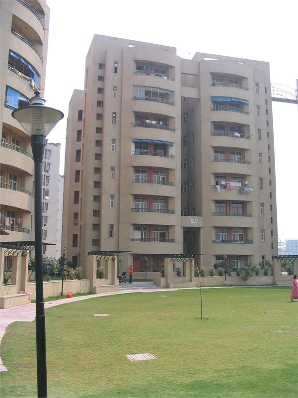 The Cresent, Noida - Residential Apartments