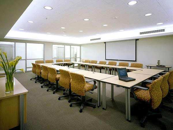 670  Sq. Feet Office Space for Rent in Nehru Place, South Delhi - 670 Sq.ft.