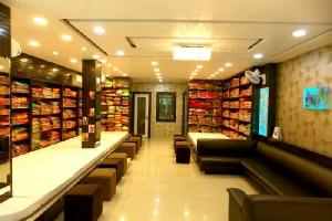1600 Sq.ft. Commercial Shop for Sale in Sapna Sangeeta Road