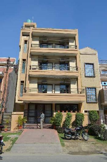 10 BHK 8000 Sq.ft. House & Villa for Rent in Sector 50 Noida