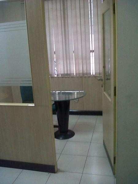 700 Sq. Feet Office Space for Rent in Udyog Vihar, Gurgaon - 250 Sq. Yards