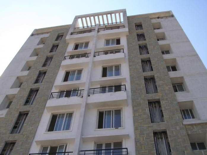 2 BHK Flats & Apartments for Sale in Chennai Suburb - 1220 Sq. Feet